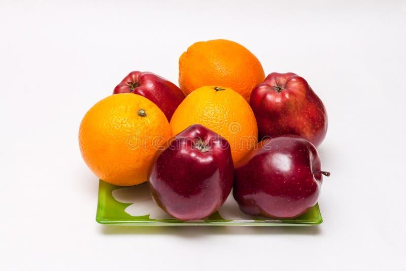 Un piatto dei frutti immagini stock libere da diritti