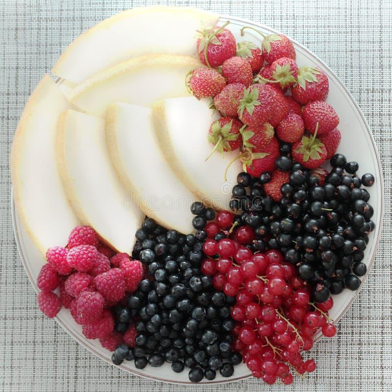 Un piatto dei frutti Vista da sopra fotografie stock