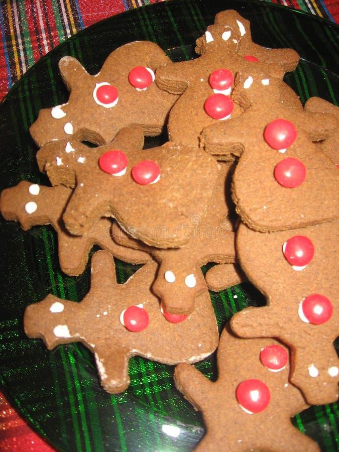 Un piatto del pan di zenzero delizioso me biscotti per il Natale fotografia stock