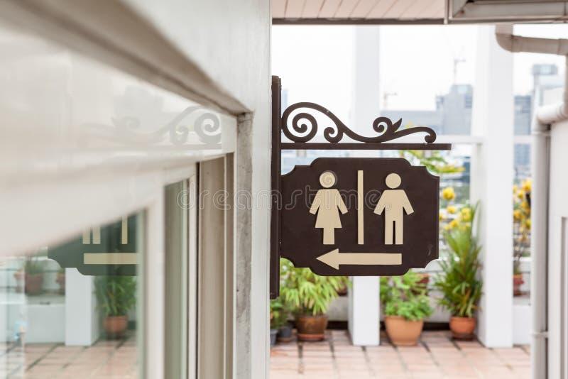 Un piatto delle toilette immagine stock libera da diritti