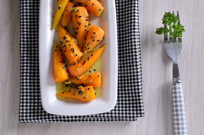 Un piatto laterale delle carote fotografia stock libera da diritti