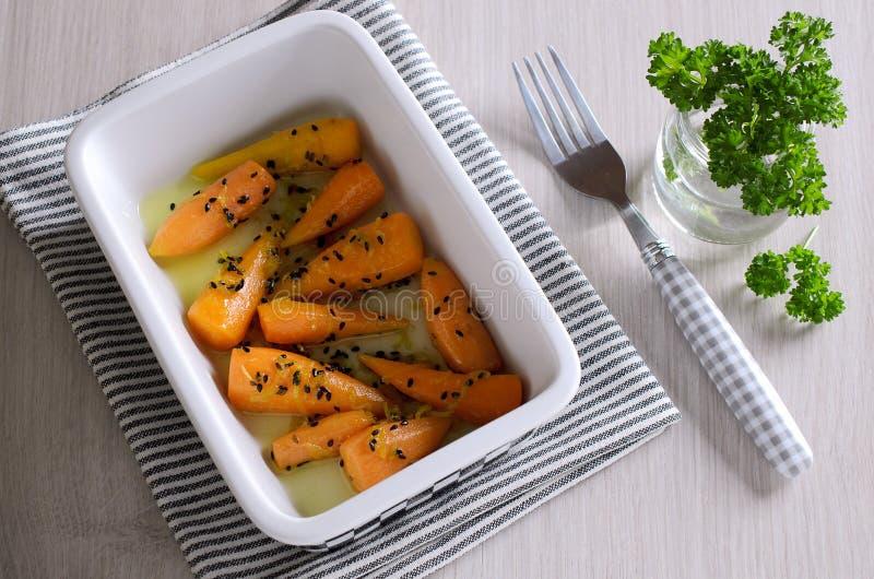 Un piatto laterale delle carote fotografia stock