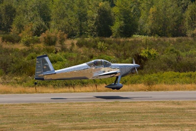 Un piccolo aeroplano dei due seater fotografie stock