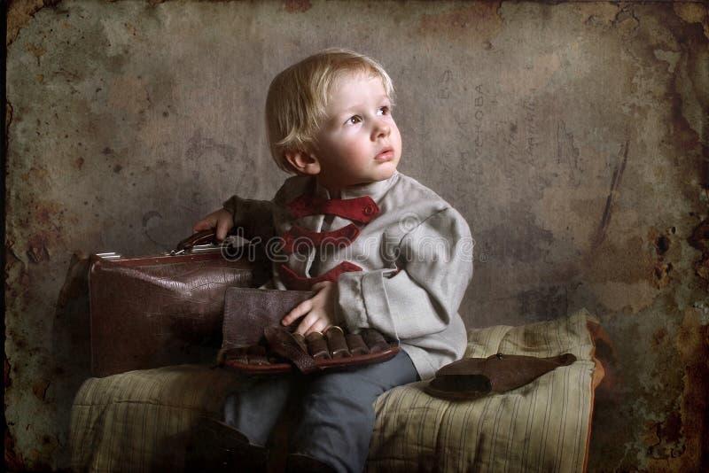 Un piccolo bambino di tempo di guerra immagini stock libere da diritti