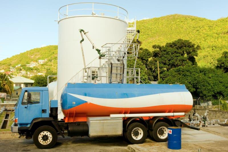 Un piccolo deposito di combustibile su Bequia fotografie stock libere da diritti