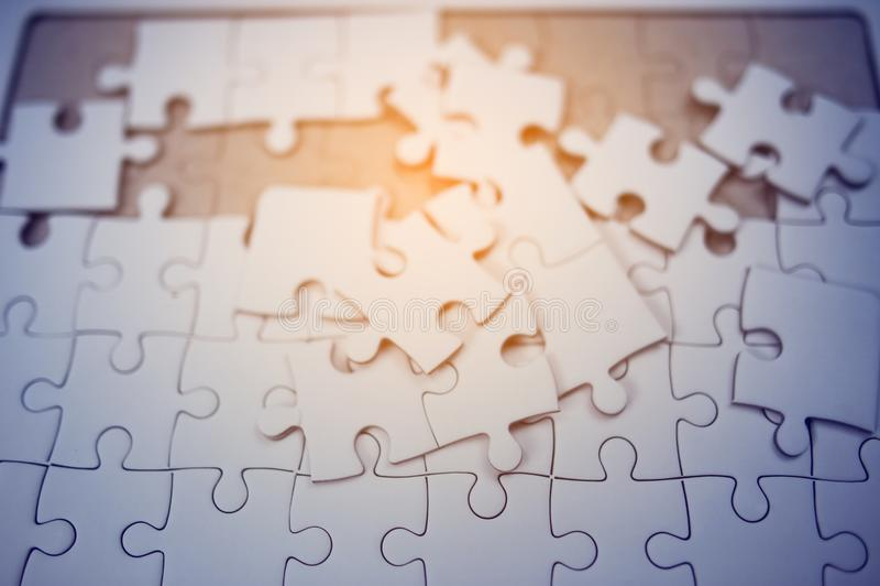 Un piccolo pezzo di puzzle è sempre grande una volta combinato fotografie stock