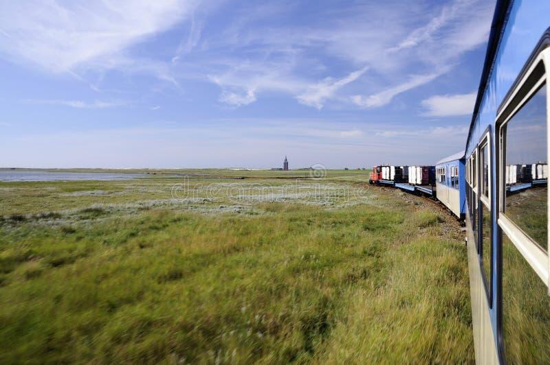 Un piccolo vecchio treno dell'isola fotografia stock libera da diritti