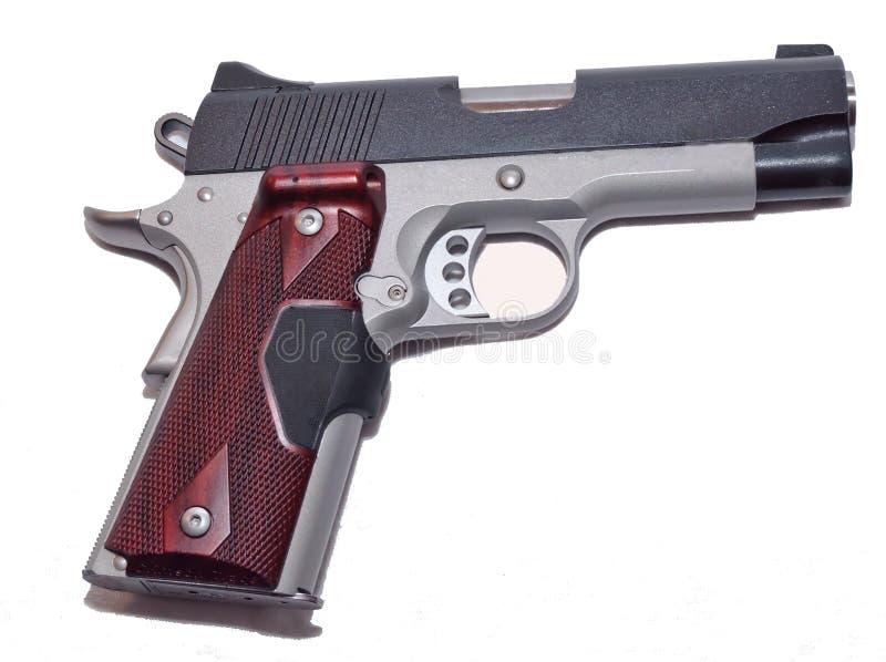 Un pistolet 1911 modèle sur un fond blanc images libres de droits