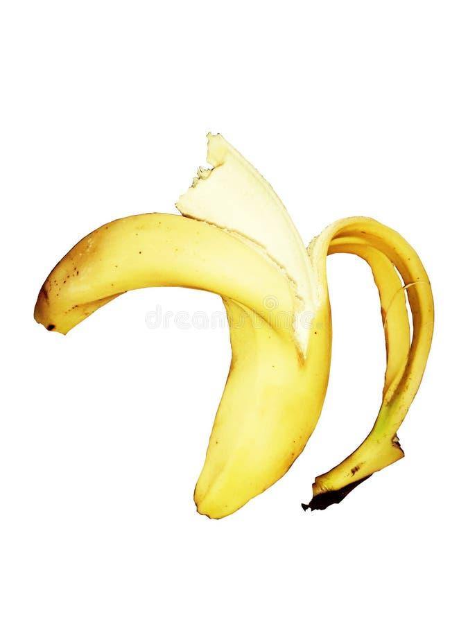 Un pl?tano maduro amarillo pel? el medio camino abajo y comido encendido Aislado en blanco foto de archivo