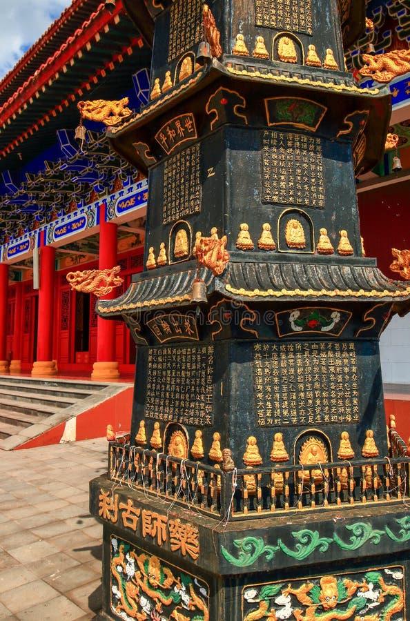 Un plan rapproché du sommet de marbre dans temple de Bouddha de médecine le vieux dans le geopark de lac Jingpo photo libre de droits