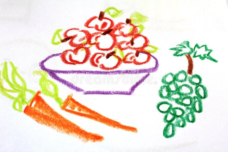 Un plat complètement des pommes et les carottes et les raisins sur le dessin du ` s d'enfant photo stock