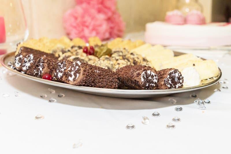Un plat délicieux de chocolat a plongé Cannoli photo libre de droits