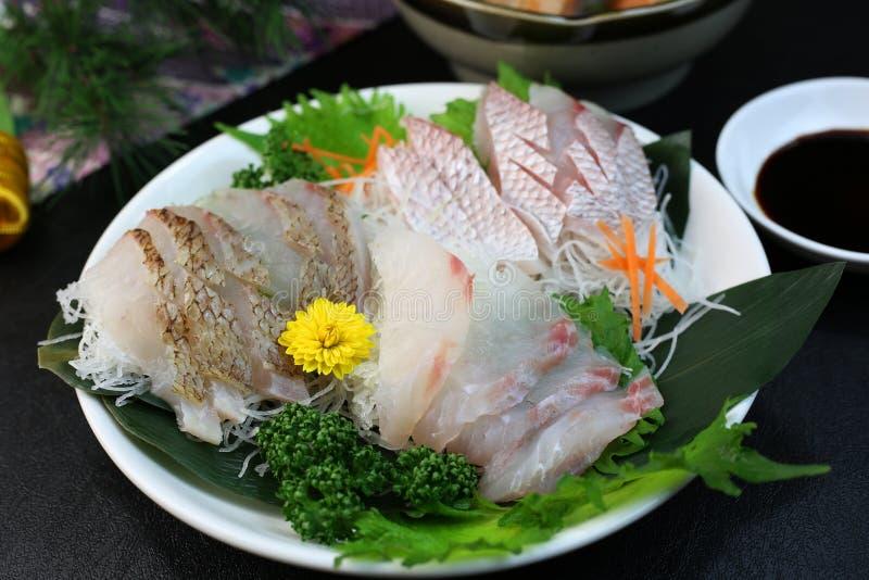 Un plat de sashimi assorti images stock