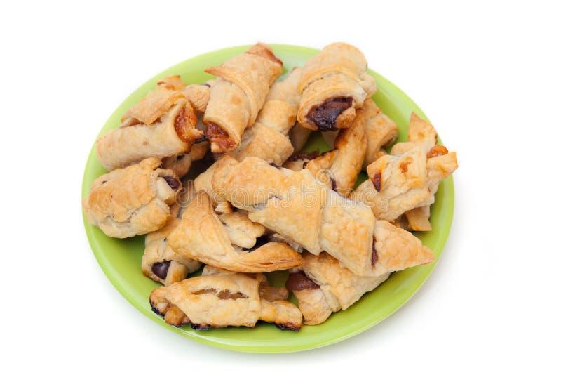 Un plat vert des biscuits avec la confiture et le chocolat images stock