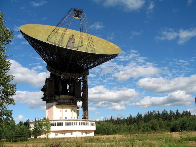 Un plato basado en los satélites grande fotografía de archivo