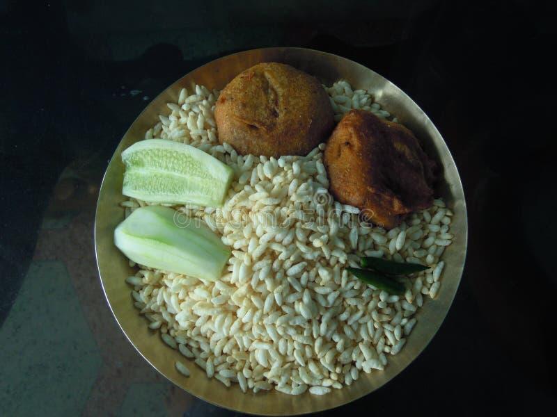 Un plato delicioso usado como desayuno y también como refresco en la India del este fotografía de archivo