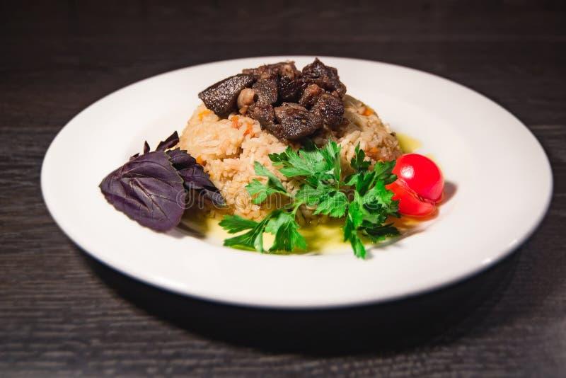 Un plato sabroso del arroz en una placa fotografía de archivo libre de regalías