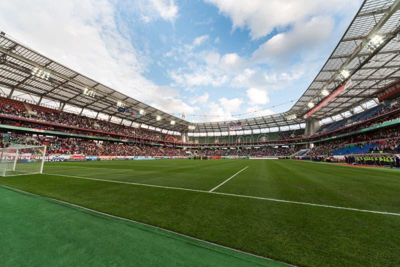 Un plein stade sur l'équipe russe de jeu contre l'Irlande du Nord photo libre de droits