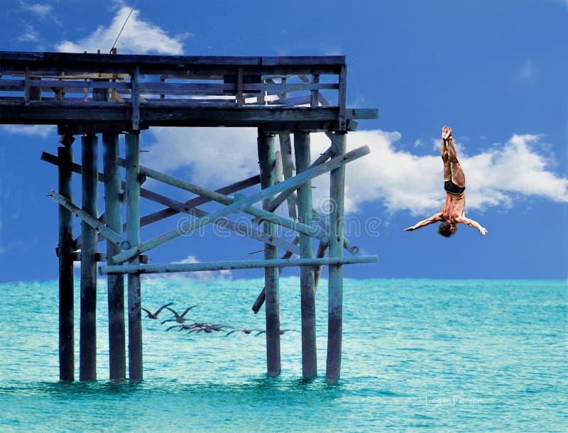 Un plongeur virtuel prend un tour risqu? plongeant outre de l'extr?mit? d'un pilier de plage comme troupeau des p?licans volent p photos libres de droits