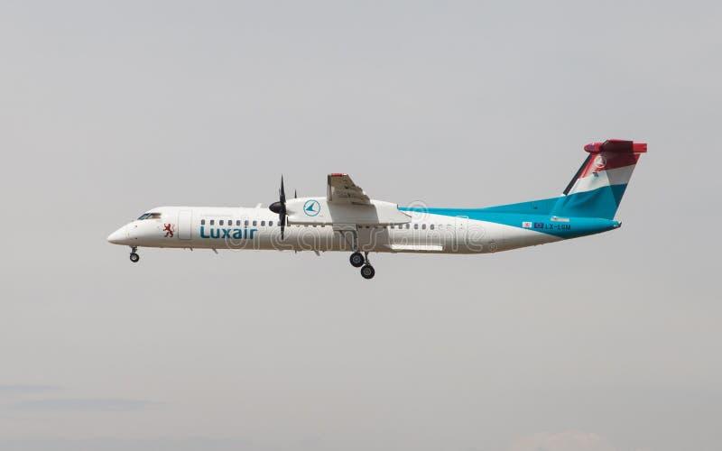 Un poco 8 del bombardiere di Luxair fotografia stock libera da diritti
