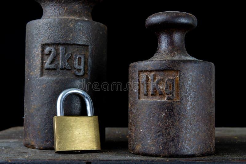 Un poids de kilogramme utilisé pour peser une quantité donnée dans le stor images stock
