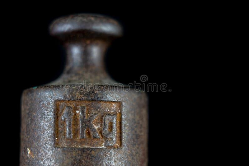 Un poids de kilogramme utilisé pour peser une quantité donnée dans le stor photo stock