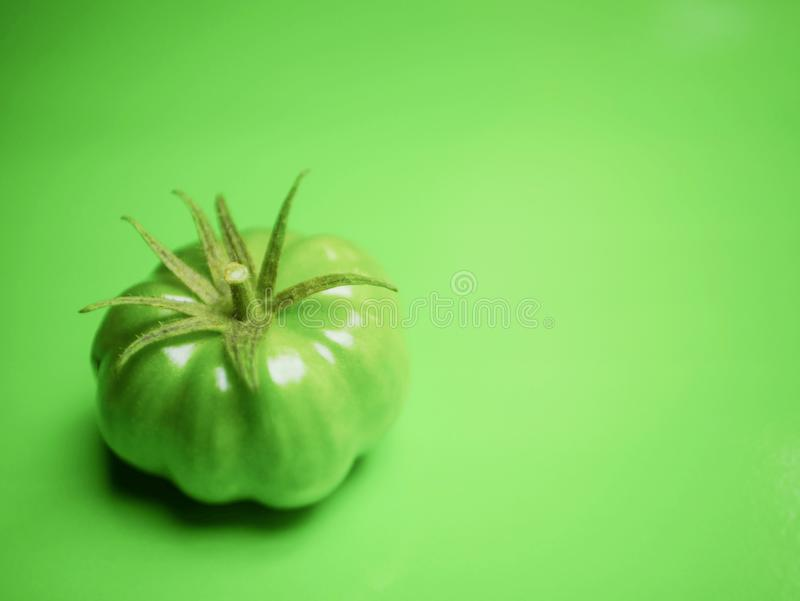 Un pomodoro verde fotografie stock libere da diritti