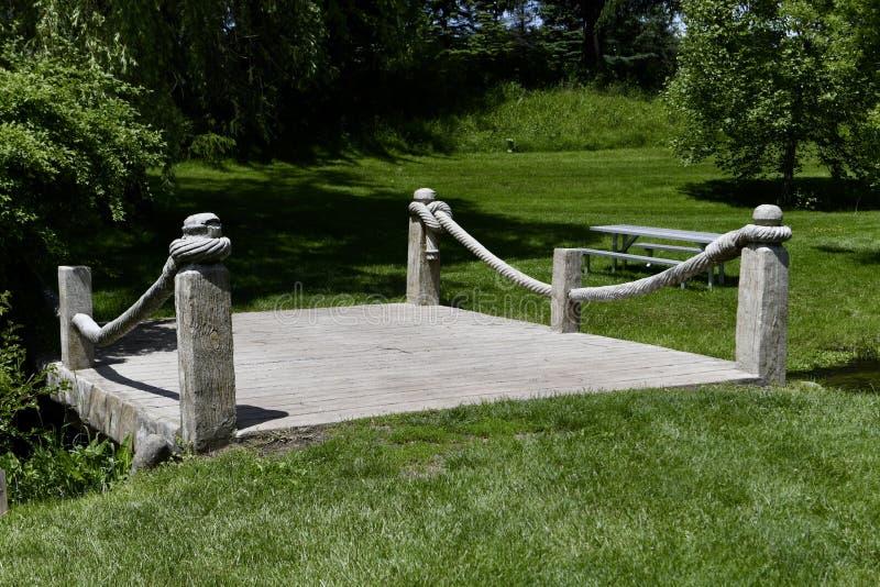 Un pont de parc de McCourtie images libres de droits