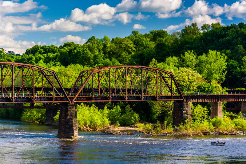 Un pont en chemin de fer au-dessus du fleuve Delaware dans Easton, Pennsylvani photo stock