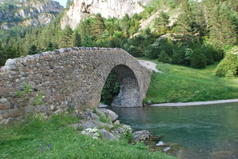 Un pont en vallée de bujaruelo photo libre de droits