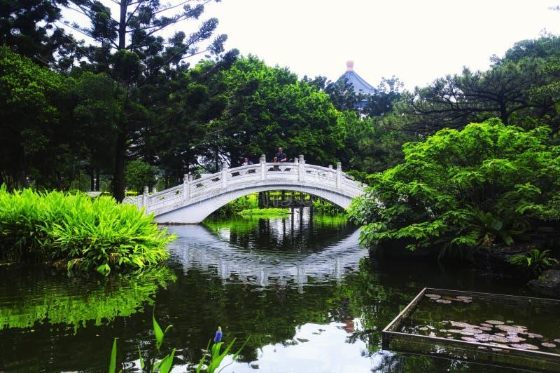 Un ponte a arco a Chiang Kai-Shek Garden Scenic Area fotografia stock