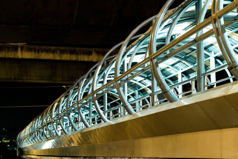 Un ponte pedonale a Bangna, Tailandia fotografia stock