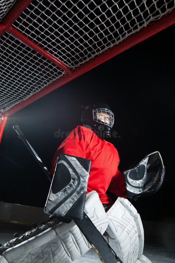 Un portero joven del hielo-hockey imagen de archivo libre de regalías