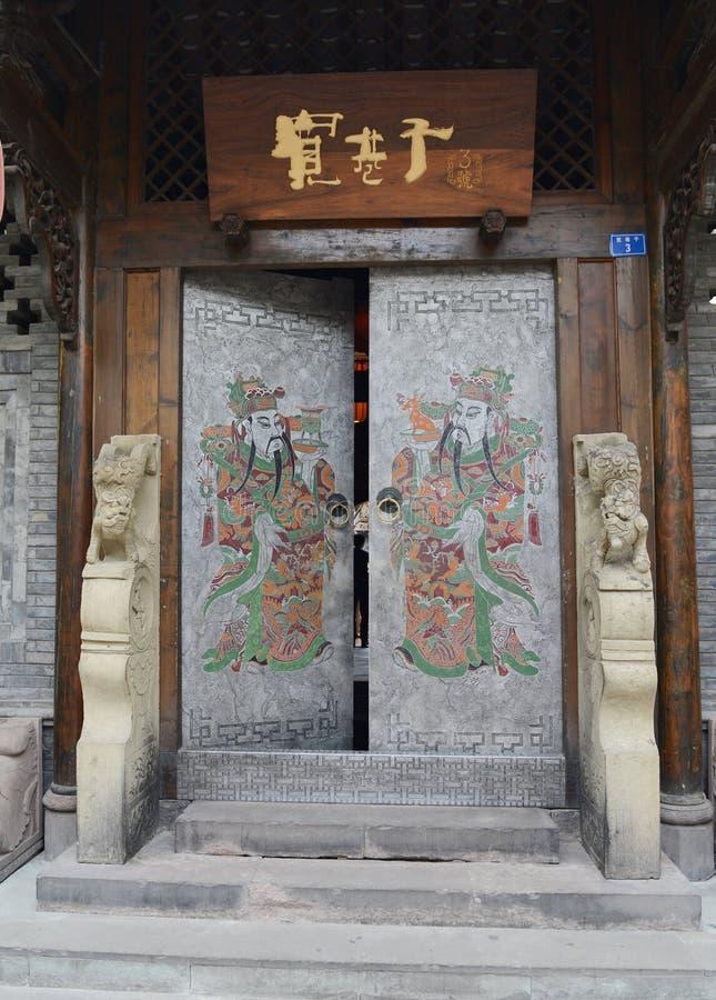 Un portone di ampio vicolo di Chengdu fotografia stock
