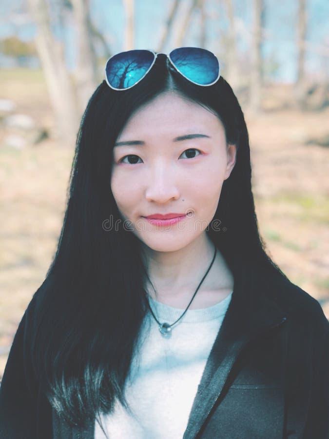 Un portrait asiatique de jeune femme image stock