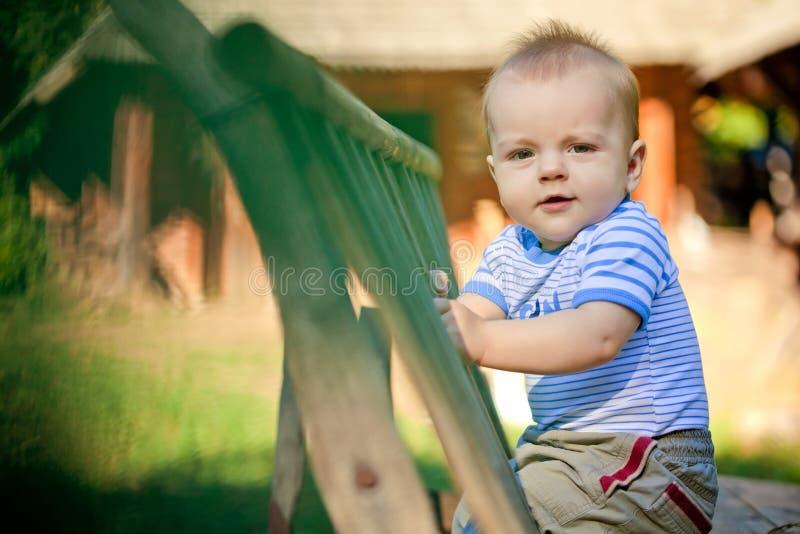 Un portrait d'un bébé heureux image libre de droits
