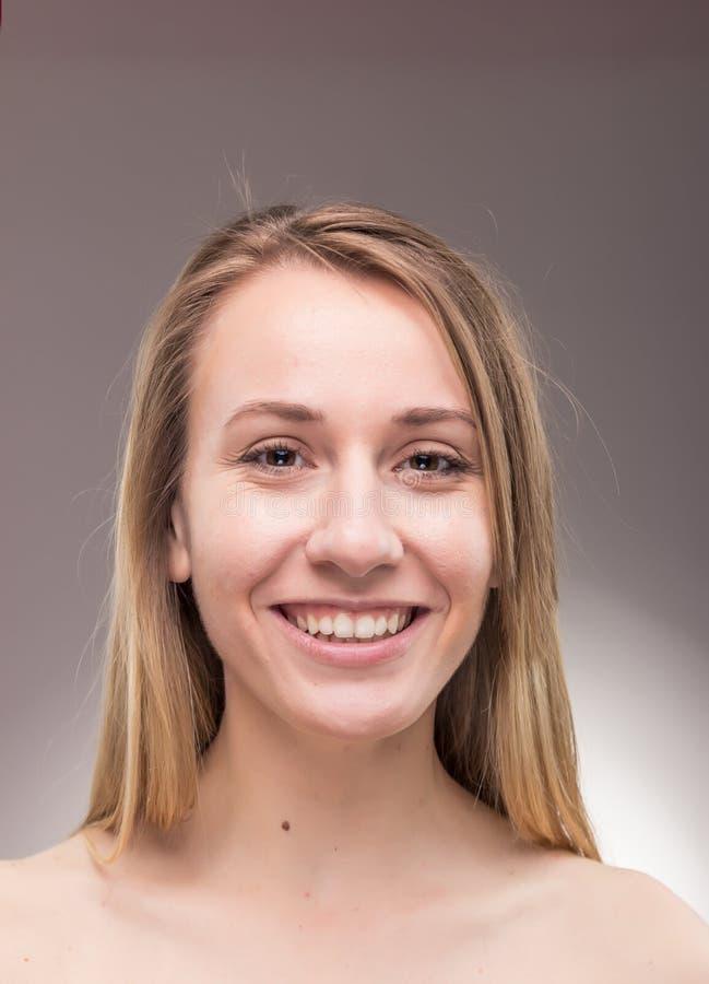 Un portrait de jeune femme, headshot principal sans chemise de visage photos stock
