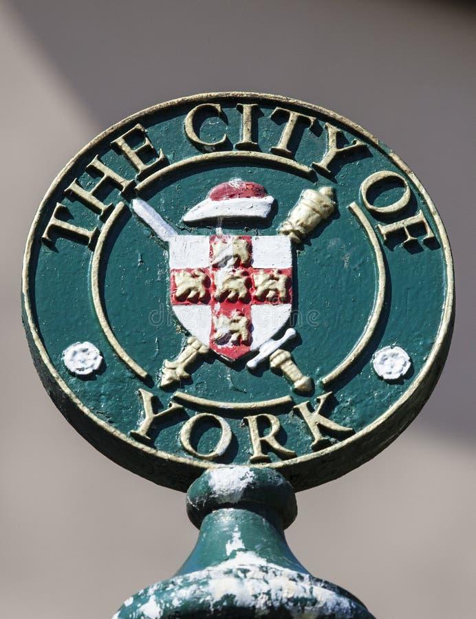 Un poste indicador para la ciudad de York imagen de archivo libre de regalías