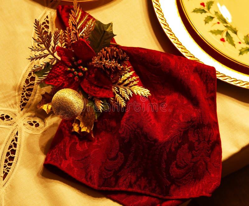 Un primer de una servilleta del día de fiesta y de un anillo de servilleta imagen de archivo