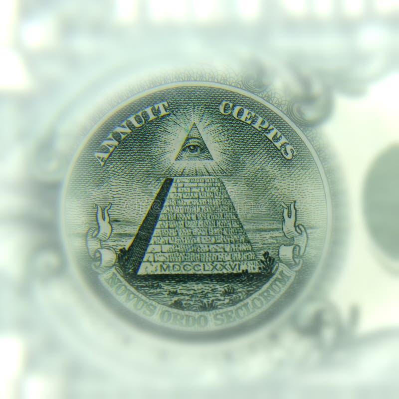 Un primo piano della parte del dollaro, tutto vedente occhio immagini stock libere da diritti