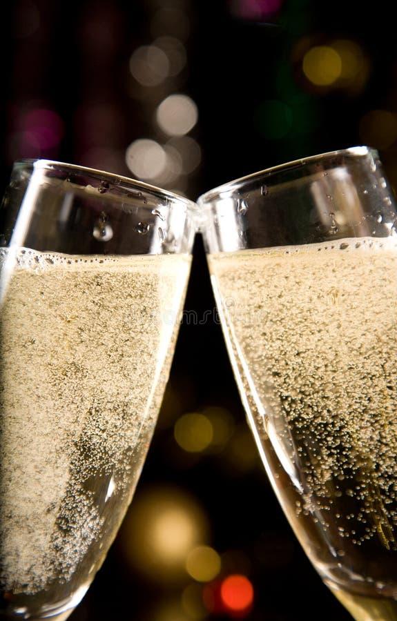 Un primo piano di due vetri del champagne fotografie stock