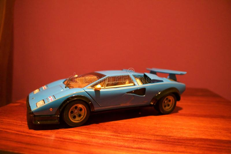 Un profil agressif d'une reproduction de Lamborghini Countach photo libre de droits