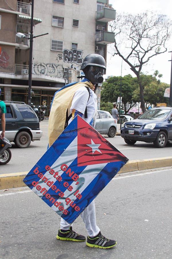Un protestataire à Caracas contre le gouvernement vénézuélien image libre de droits