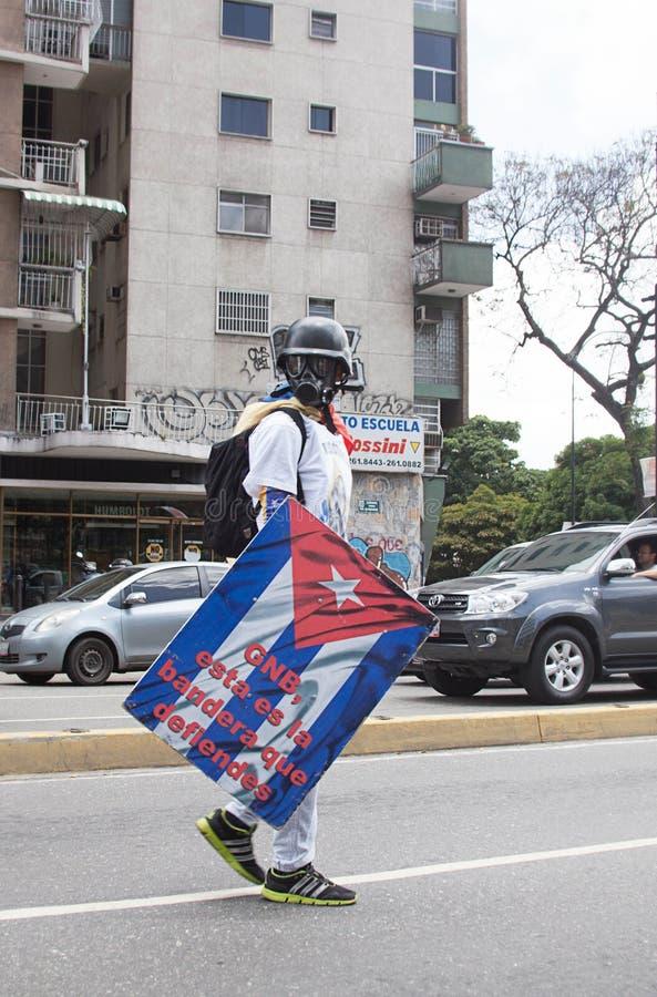 Un protestataire à Caracas contre le gouvernement vénézuélien photographie stock libre de droits