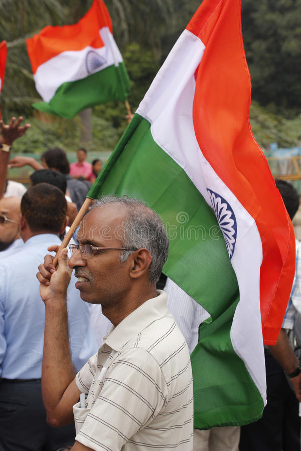 Un protestataire avec l'indicateur indien image stock