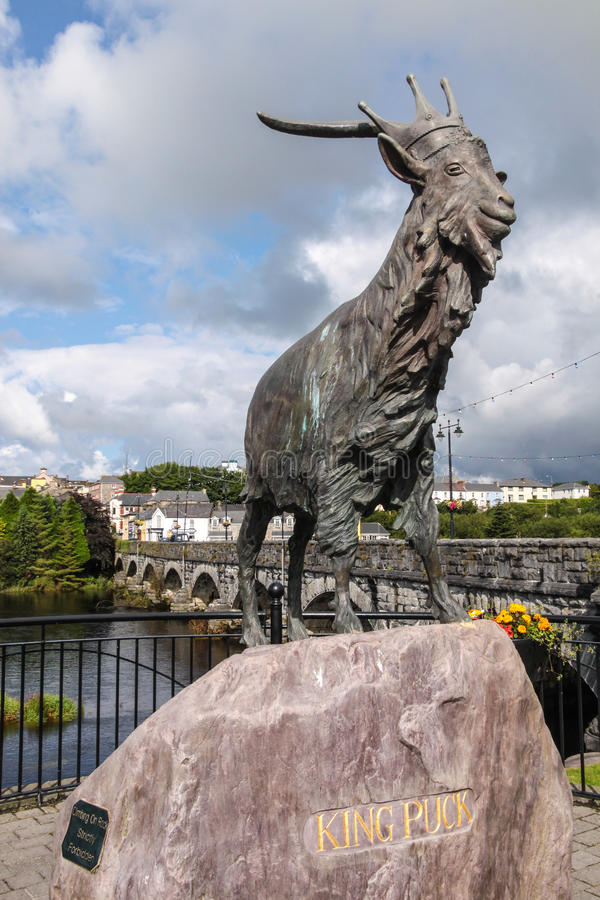 Un Puc Ri, statua bronzea di re Puck in Killorglin immagini stock