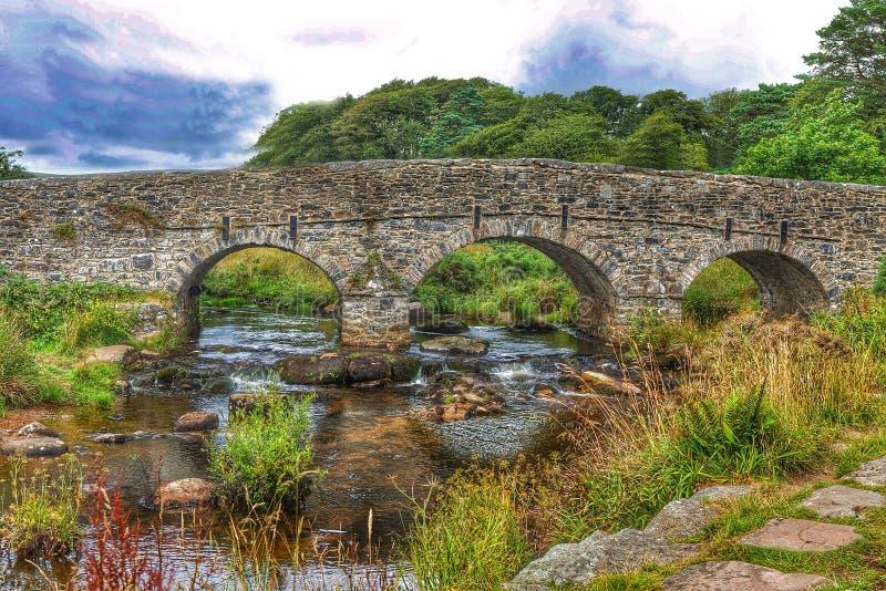 Un puente en parque nacional del dartmoor foto de archivo libre de regalías
