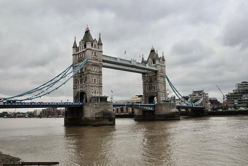 Un puente melancólico de Londres fotos de archivo