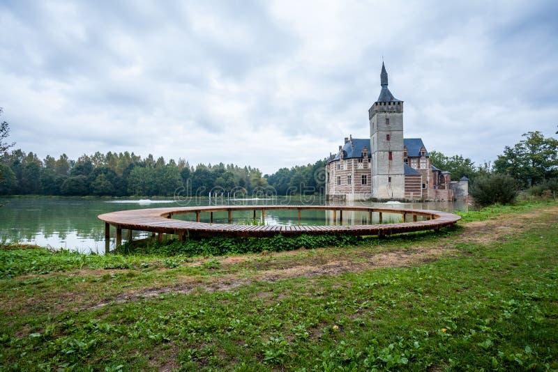 Un puente y el castillo de Horst imagen de archivo