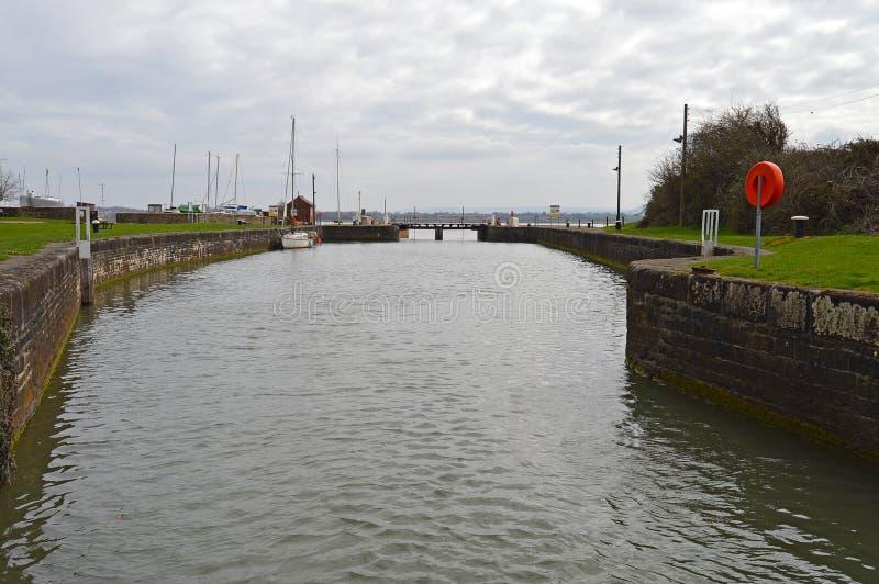 Un puerto casi vacío fotografía de archivo